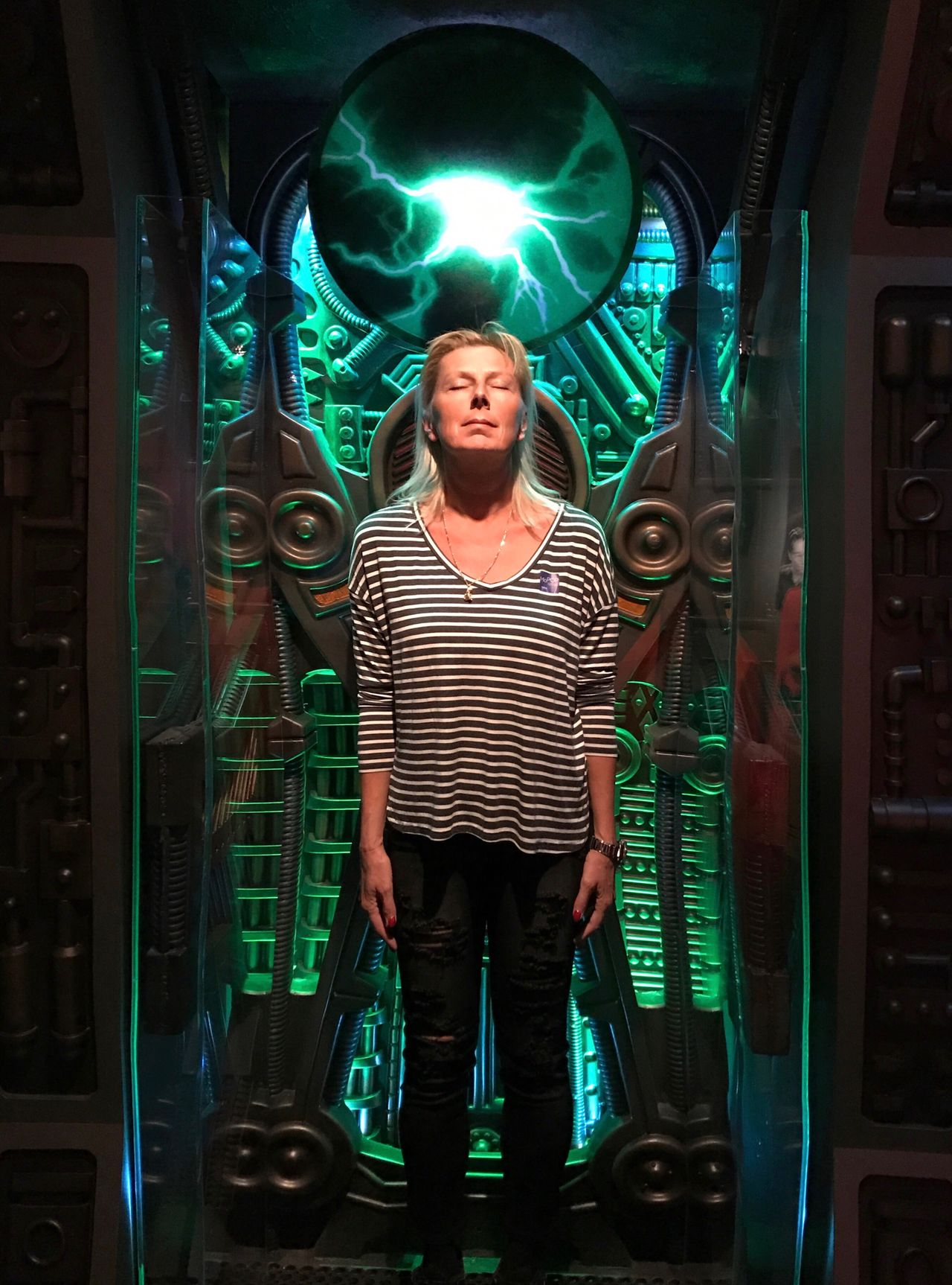 Regenerating in my Borg Alkoven One Person Front View Green Color Real People Young Adult Lifestyles People Only Men Adults Only One Man Only Adult Men Indoors  Human Body Part Star Trek Voyager Borg Science Fiction Chance Encounters