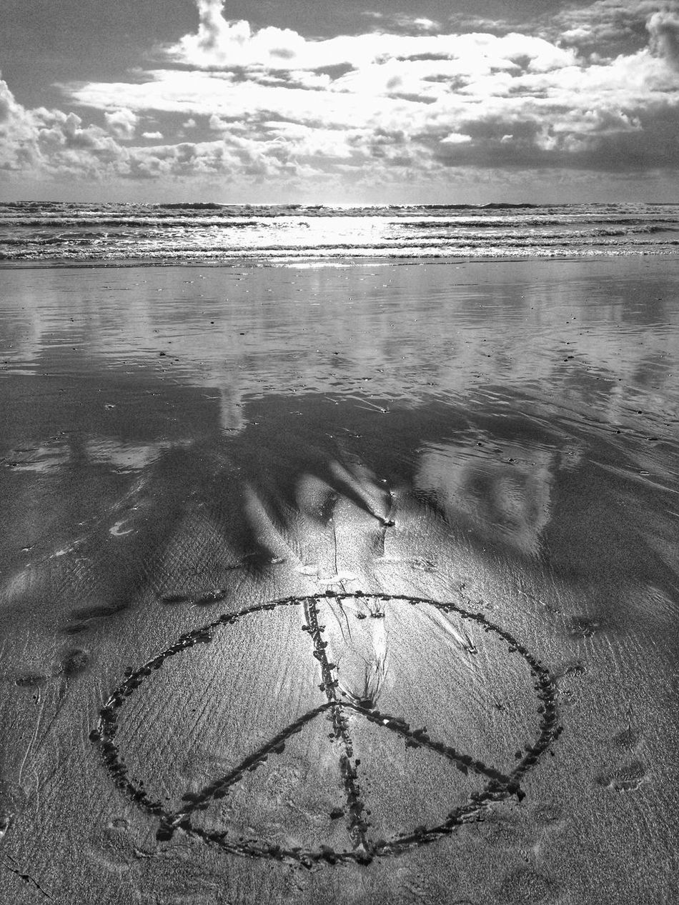 Bnw_friday_eyeemchallenge Bnw_silhouettes Sunset Beach Peace Malephotographerofthemonth Beach Photography New Zealand Style Exploring The Sea Is Healing Port Waikato Private Beach PEACE NO WAR Peace On Earth✌👌 Love ♥ Smile Happiness