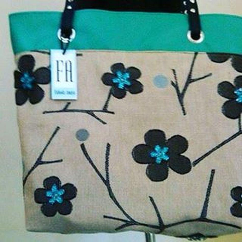 Diseños exclusivos en carteras y bolsos Designerfab Tendencias Moda Hechoenvenezuela