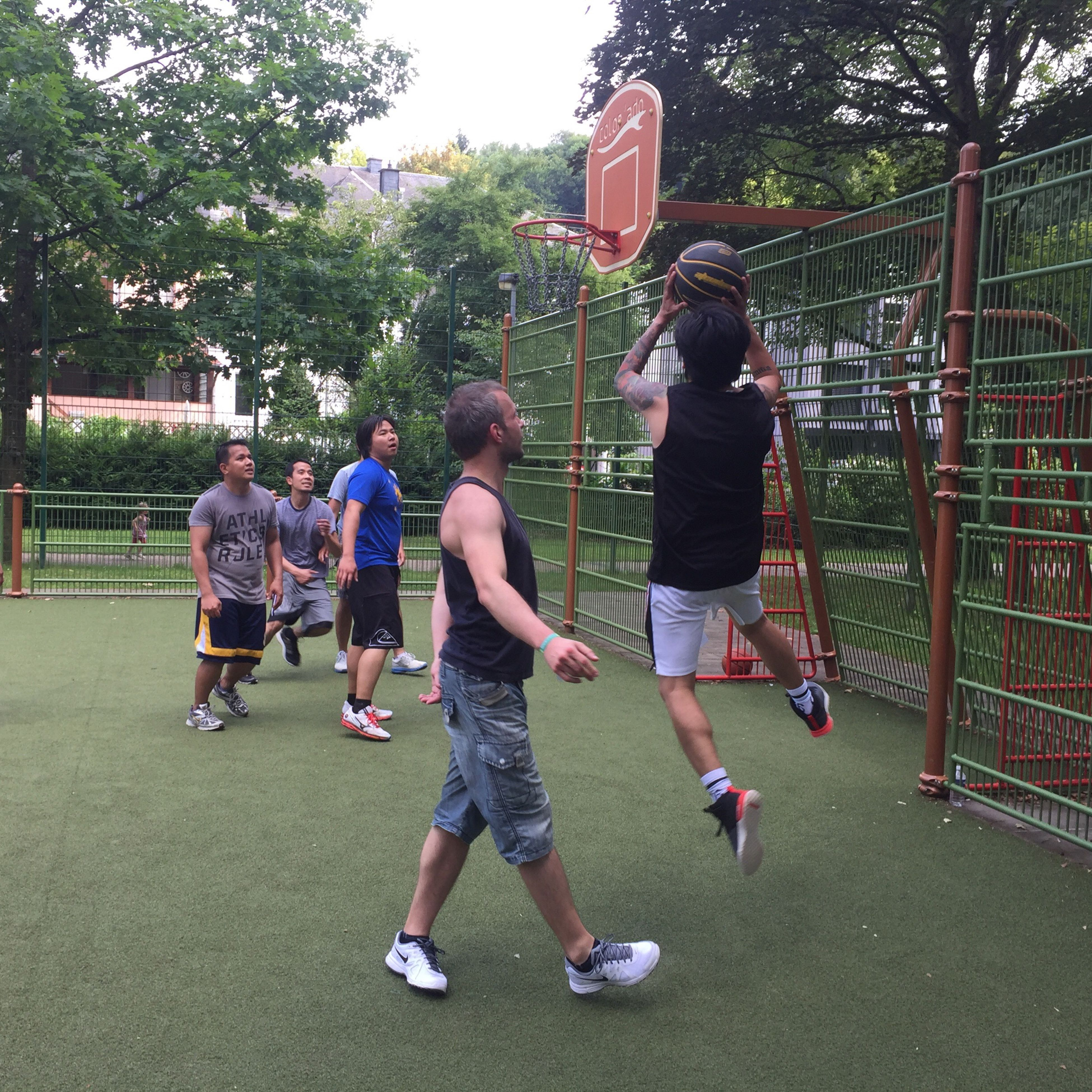 childhood, full length, lifestyles, leisure activity, boys, casual clothing, playing, tree, park - man made space, playground, day, fun, outdoors, enjoyment, city, city life