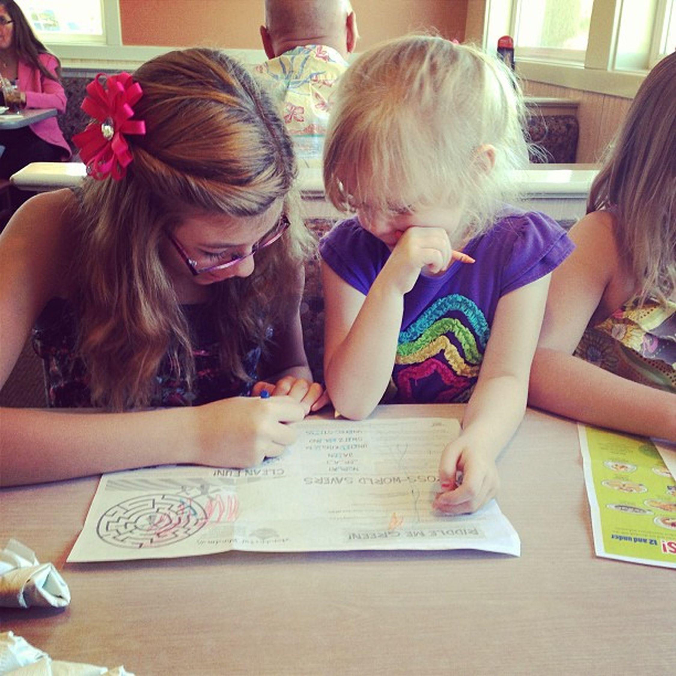 Briona & Katie coloring at IHOP Littlecousin Littlecousins Ihop Coloring crayons tictactoe kingman kingmanaz