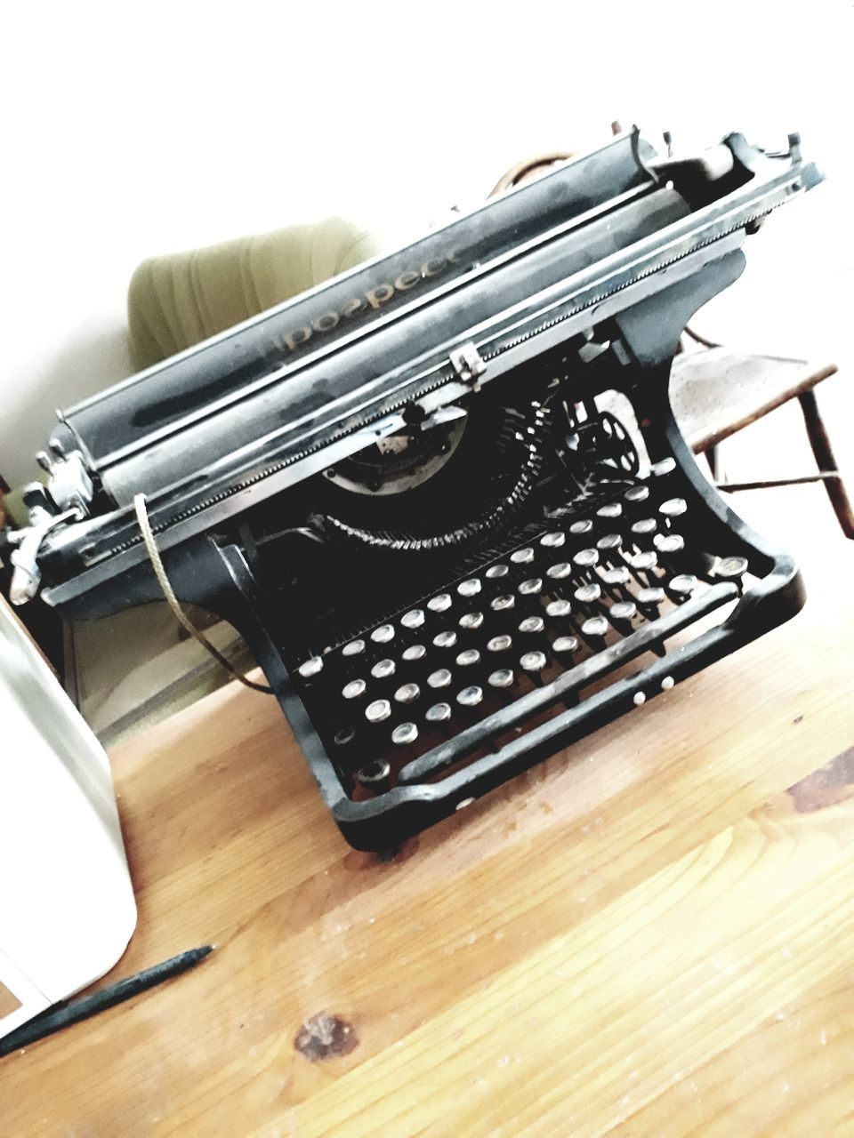 typewriter, table, old-fashioned, no people, close-up, indoors, white background, technology, keyboard, day