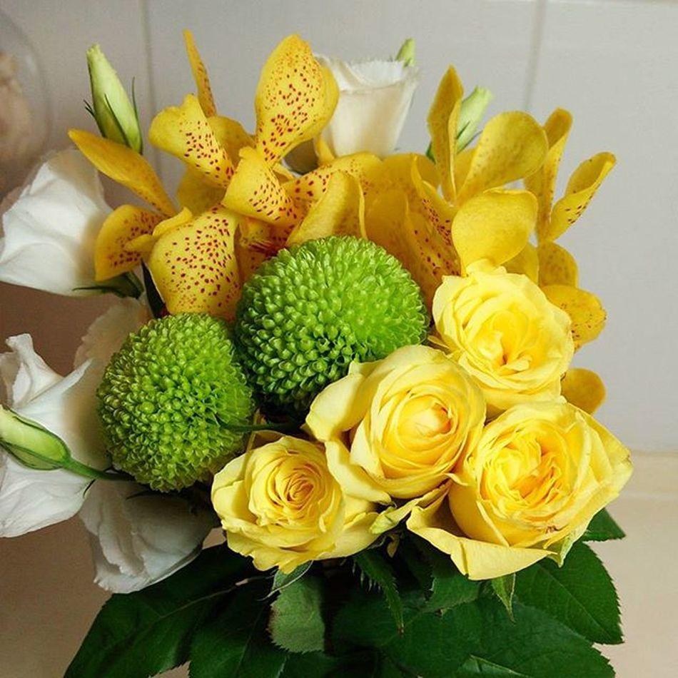 今日小確幸💐 繡球菊好可愛哦~Chrysanthemum Roses Yellowrose Eustoma Lovemylife Flowers 愛曼達