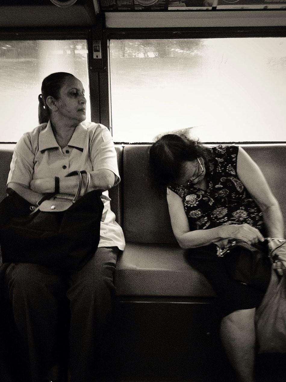 Streetphotography Falling Asleep B+W