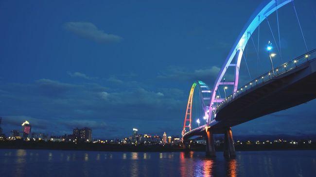 能不能讓我再多待一會,不想醒來 Becareful Bridge Rainbow Colors Sunset Missing You Imdreaming Dontwannawakeup