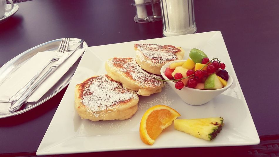 Sag dem zimmerservice ich will pancakes ✌😋 Shindy Breakfast Most Important Meal Good Morning Color Portrait Yummy Food Foodporn Fruit Pancakes