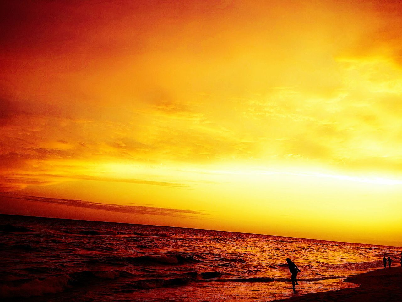 sunset, sea, beauty in nature, scenics, orange color, water, tranquil scene, tranquility, horizon over water, nature, sky, sun, idyllic, silhouette, outdoors, cloud - sky, no people, yellow, beach, vacations