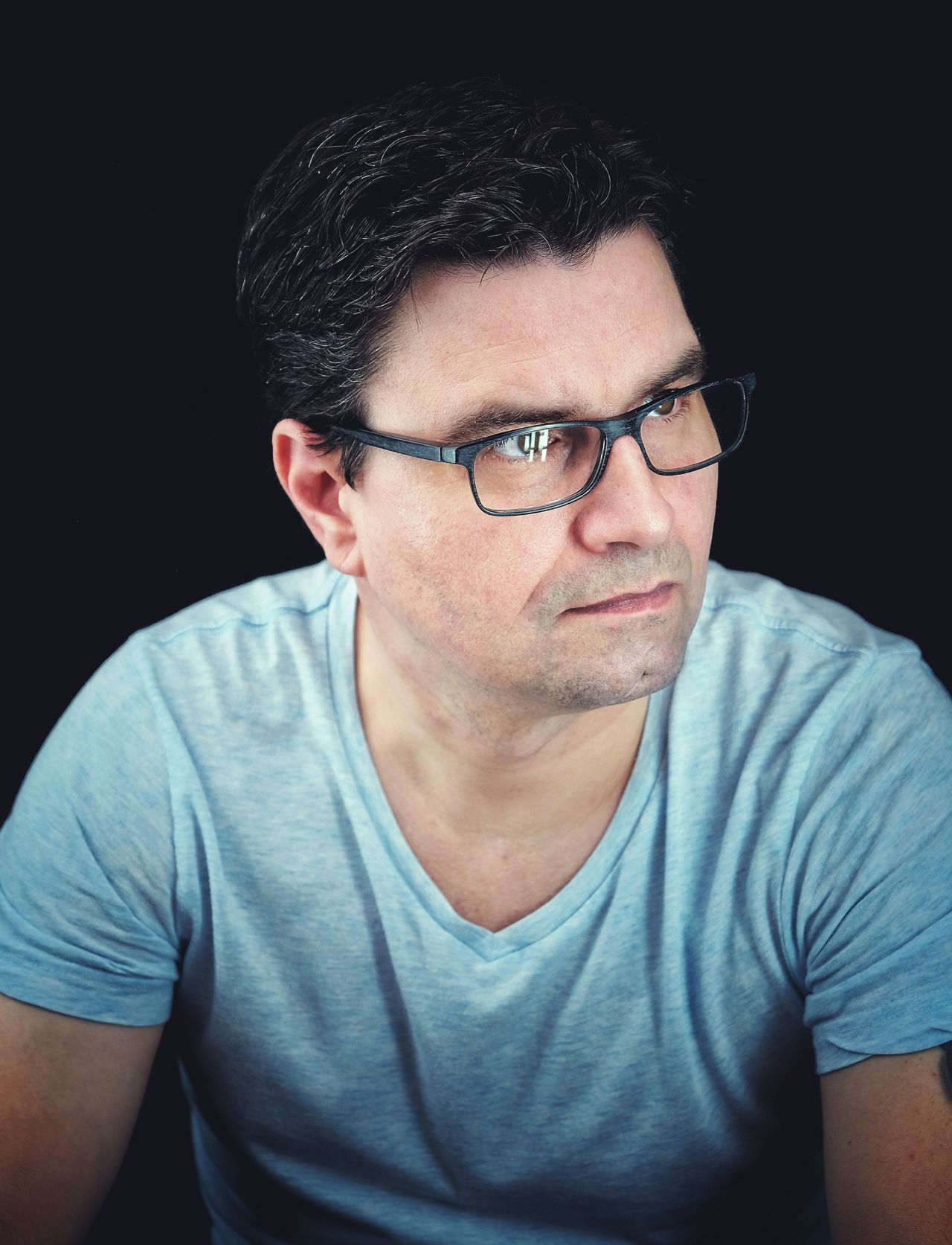 Portrait Black Background Studio Shot One Man Only Only Men Looking At Camera Adults Only One Person Front View Eyeglasses  Adult Men People Real People Young Adult Close-up