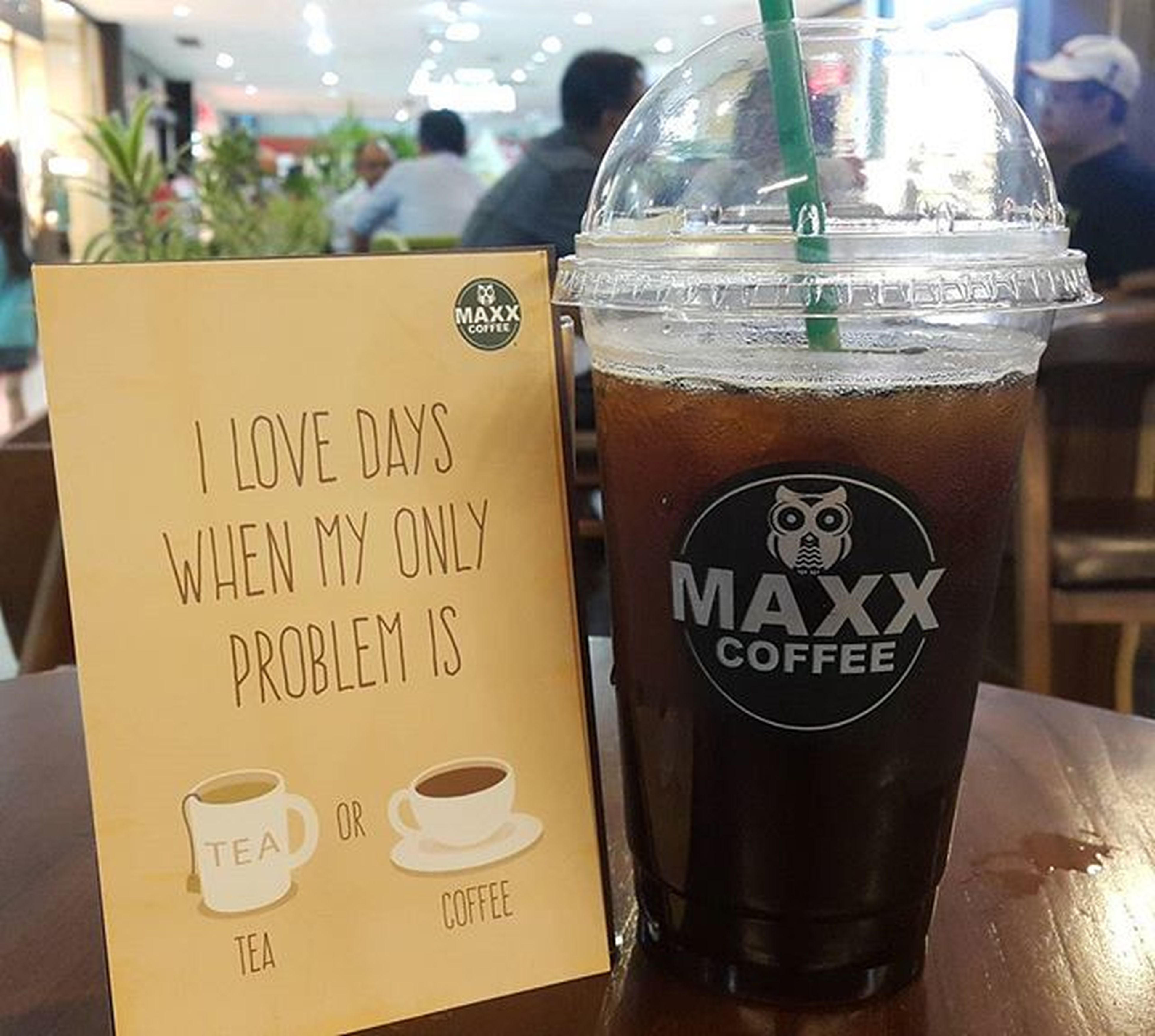 Benefits of drinking coffee: 1. Wakes you up 2. Hand warmer 3. It's so yummy 4. Great fot procastinating 5. People watching in coffee shop 6. You get to use your favorite mug . Ice Americano by @maxxcoffeeid . . Coffee Qraved Kitabjajan Qravedcommunity Qravedsurprise Coffeebreak Qraved Note4 IGforFunjustPost Ig_photooftheday Street Food WorldwideIndonesia_photography Ig_indonesia_ Pict_lovers Maxxcoffee Maxxexperience