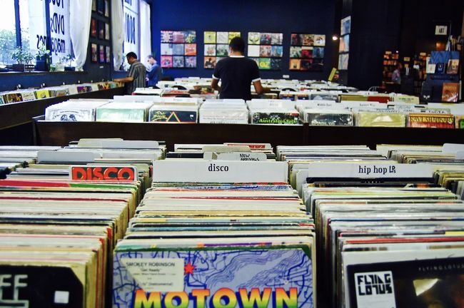 Abundance Awesome Bookstore Business City Coolness Large Group Of Objects Los Ángeles LP Music Places I've Been Record Recordstore Recordstoreday Second Hand Showcase: February Store Taking Photos Urban Everything In Its Place Interior Views
