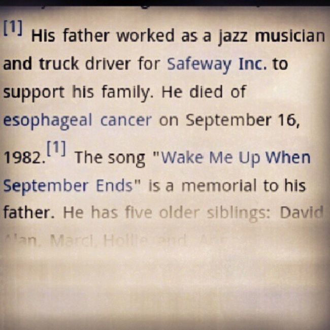 """Before you're thinking about """"wake me up when september ends"""", armstrong cried and hid on his room after he ran away from his dad's funeral. When her mum was looking for him, he refused to get out and said, """"wake me up when september ends"""" #greenday #bill Music Lyrics Greenday Billiejoearmstrong"""
