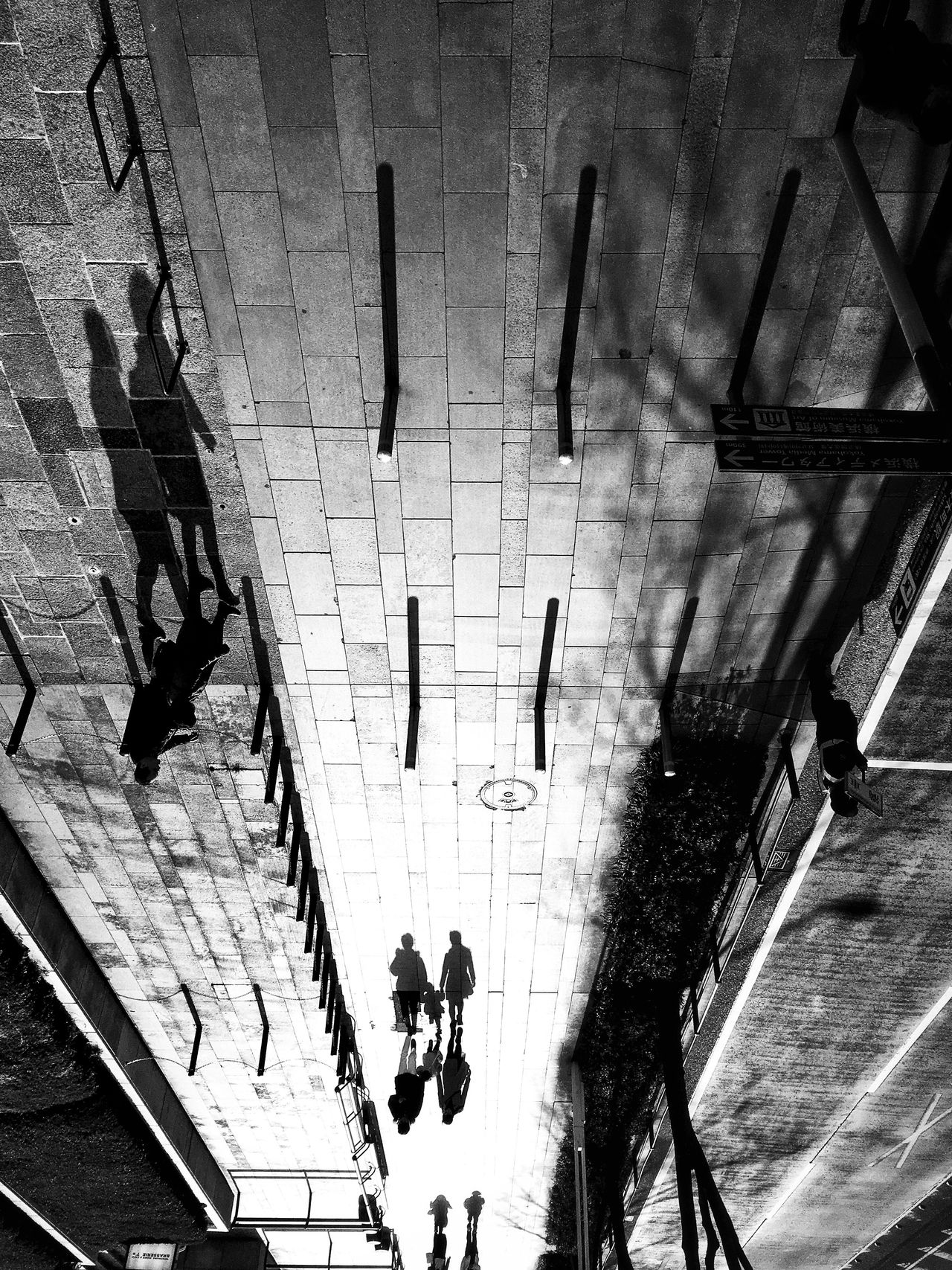 Light and shadow time| The City Light EyeEmNewHere Light And Shadow Shadow People People Watching People Photography People And Places Family Monochrome Blackandwhite Black And White City City Life Cityscape Cityscapes Street Streetphotography Street Photography Streetphoto_bw Street Art Art Shadows & Lights Shadows Black & White