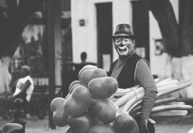 Clown Payaso Balloons Globos Streetphotography Street Photography Streetphoto_bw Nikonphotography Nikon Blackandwhite Black & White Blackandwhite Photography Black&white Monochrome Monochorome Photography