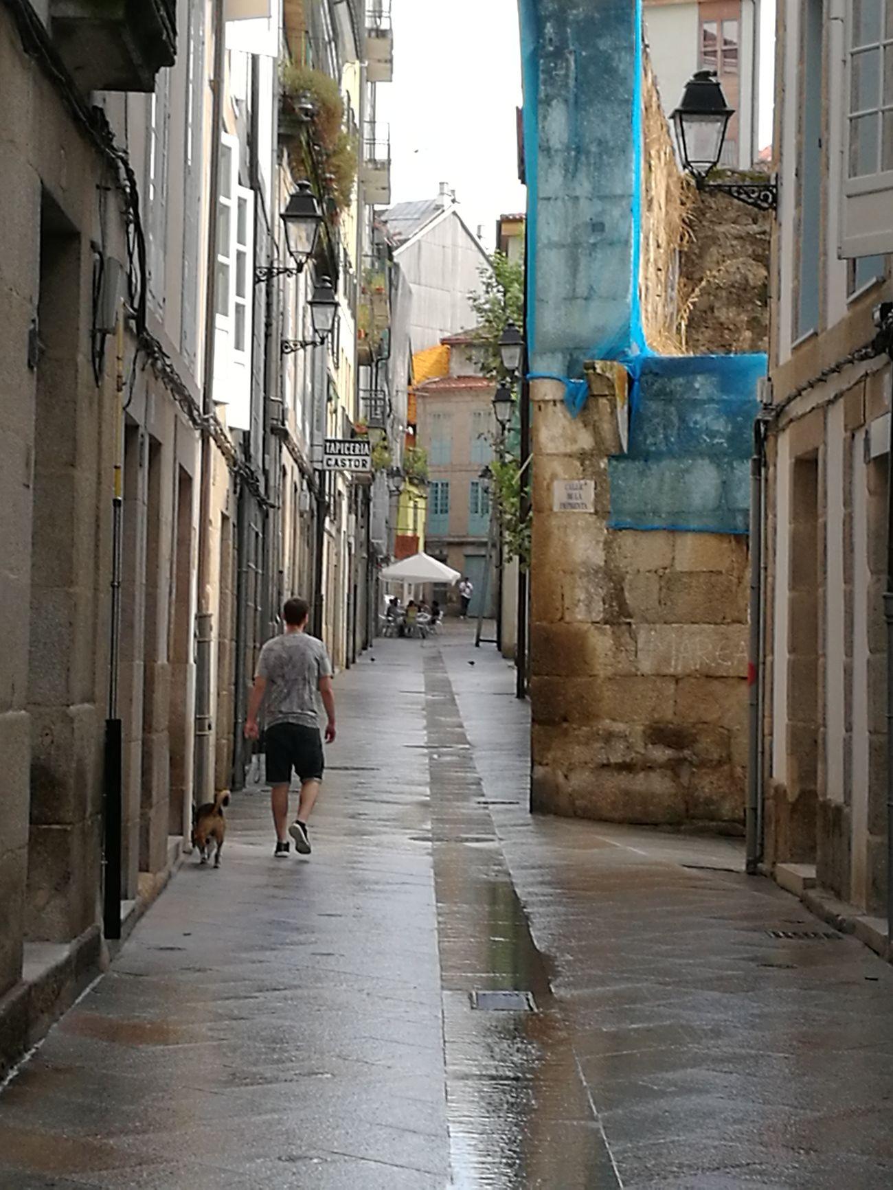 Caminante no hay camino. Streetphotography Reflejos Huawei P9.Dia Gris