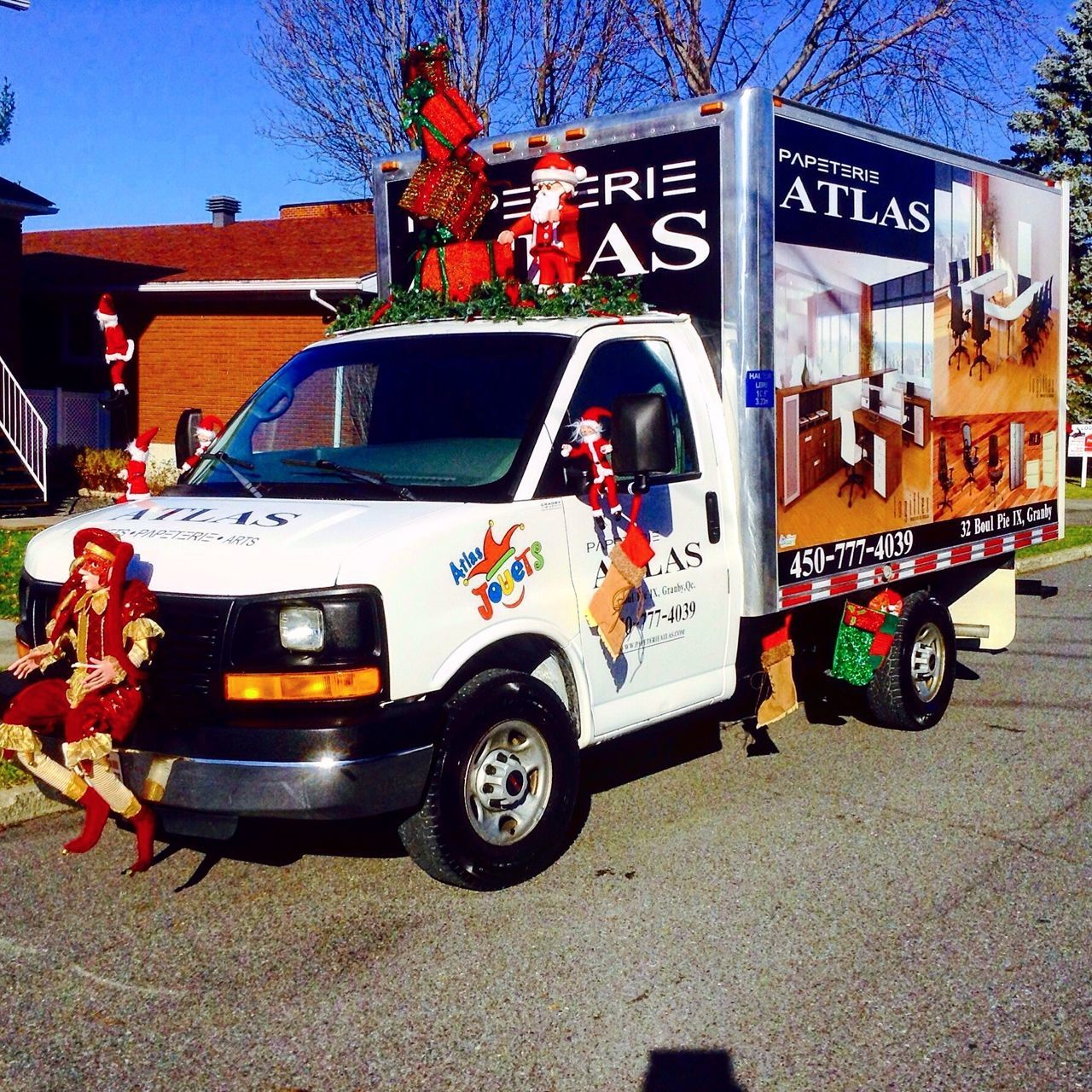 Transportation Mode Of Transport Chrismasparade Parade Truck Noël Chrismas Lutin Santasclausparade Enjoy The New Normal