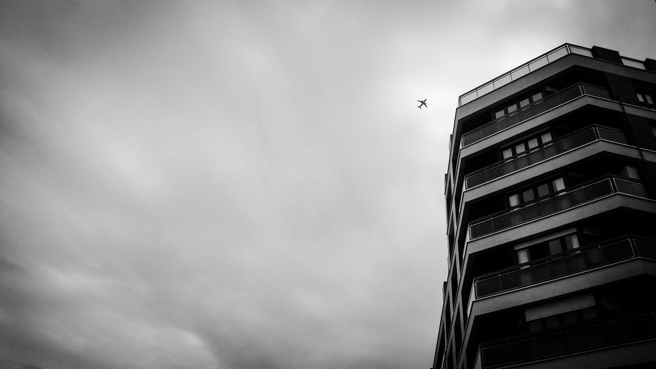 Ethereal urban skyscapes Blackandwhite Black And White Monochrome Bw_collection Sky Collection Eye4photography  EyeEm Best Shots Streetphotography Streetphoto_bw Photoproject