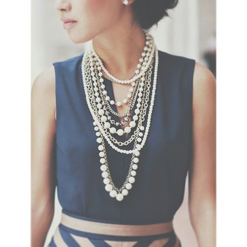 Ms Extrapetite turning some Anntaylor pearls into something else ? Jewelry Jewelrygram jewelryfashion jewelrytrends necklace necklaceoftheday