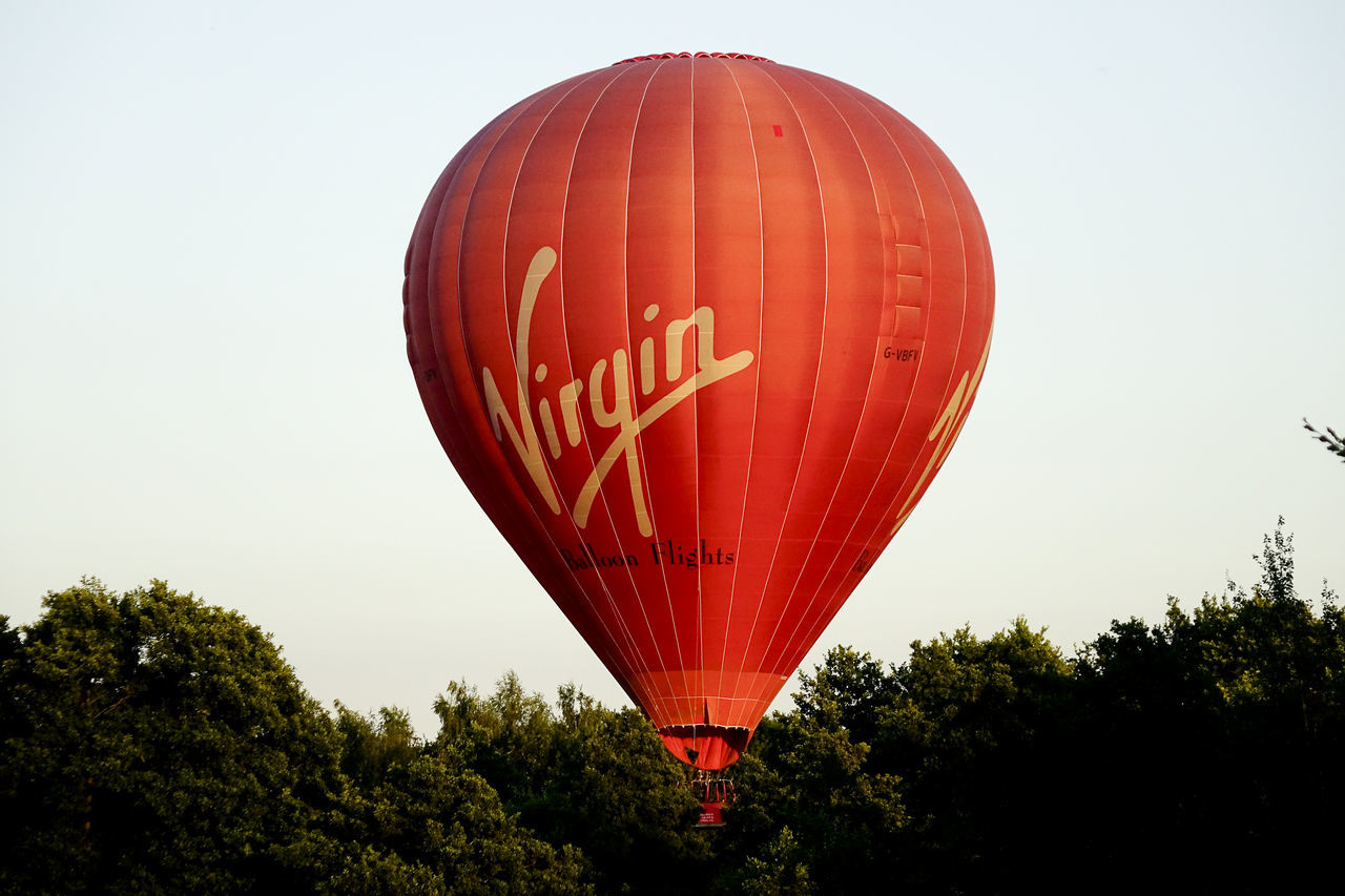 A Virgin hot air balloon flight landing in Milford, Surrey, England. England England, UK England🇬🇧 Flight Godalming Hot Air Balloon Hot Air Ballooning Hot Air Balloons Landing Milford Richard Branson Surrey Surrey Countryside Uk Virgin