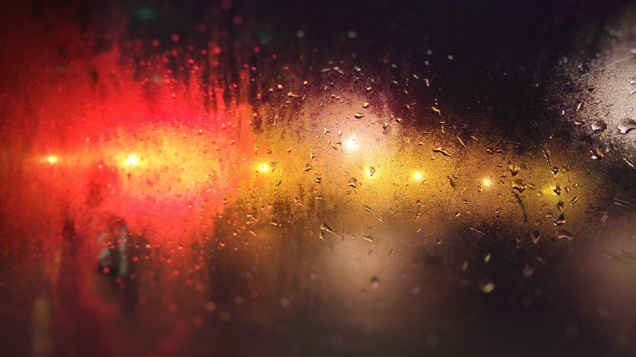 Rain Raindrops Raindrops On The Window Citylights Cityraining Early Morning Regen Regentropfen wunderschöner schnappschuss am frühen morgen :)