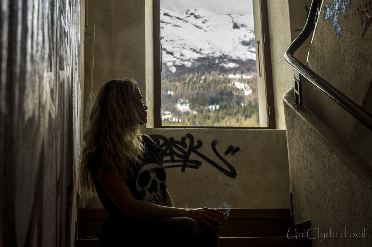 Streetart Montains    Montagne Women Smoke Femme Tag Graffiti Graffiti Art Inspirations Fenêtre Sur Le Monde Von Stein Immeuble Abandonné Squat The Street Photographer - 2016 EyeEm Awards