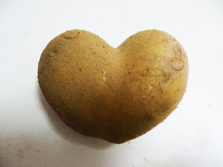 Amor Amore Close-up Comida Corazón Corazón Patata Day Food Food And Drink Heart Shape Indoors  Love No People Patata Potato Heart Potatoes Single Object Studio Shot Sweet Food White Background