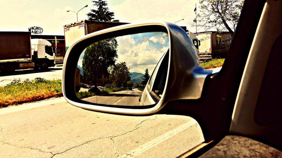 Quello che incontro e quello che mi lascio alle spalle quando vado a lavoro My Commute Go To Work Street Abruzzo - Italy Car Finestrino Specchietto Car Window Going To Work Camion Tracks Meinautomoment