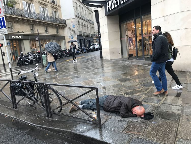 Paris Full Length Men Built Structure Adult Building Exterior Adults Only People Day Architecture Only Men City Outdoors Alcoholic  Sleeping Rough Drunk Streetphotography Street France