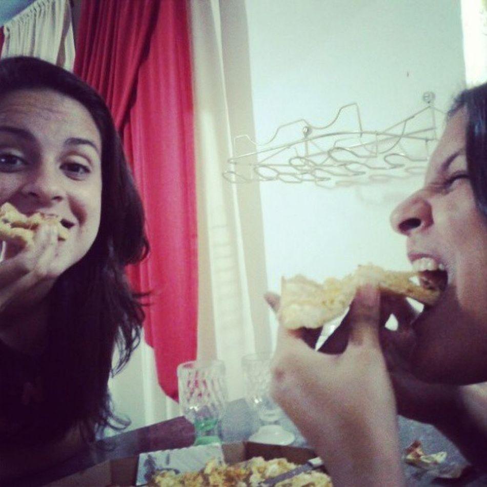 Comer Comer, é o melhor para poder crescer... Best  Domingo Ressaca Larica Pizza @itscaroliner