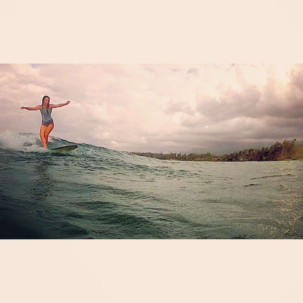 Cross step Lifesabeach  Summertime Lifeonthewater Longboardride staywet hawaii livethesearch love gopro surf oceanlovers eastside crossstep justforkiks justcruising