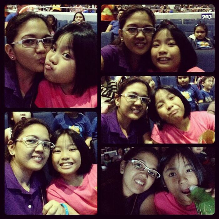 while waiting for the princesses and heroes to start the show Disneyonice Smartaraneta Holidays