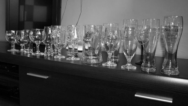 small Colection of my Beerglasses. Beerporn EyeEm Gallery Getting Inspired Myobsession Myhobby Beertime Beerglass Blackandwhite Photography Popular Photos Mypointofview Taking Photos Myworld Shades Of Black Glass Reflection Glass_collection Mug