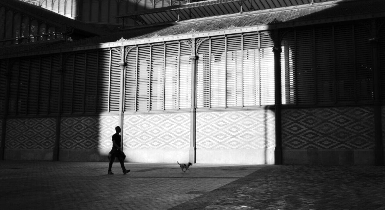 Light And Shadow Monochrome Streetphotography Blackandwhite Mi Serie Barcelona