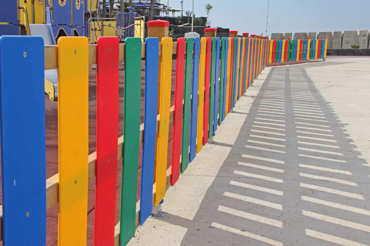 Bunter Zaun - colourful fence - cerca colorido Built Structure Bun Canary Islands Cerca Colorful Colorido Day Fence Zaun In A Row Lanzarote Island Multi Colored No People Outdoors Sky SPAIN Variation