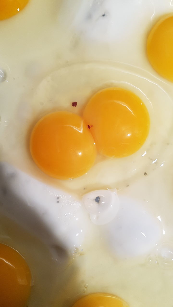 egg yolk, egg, food and drink, preparation, egg white, food, fried egg, indoors, yellow, no people, close-up, freshness, raw food, healthy eating, sunny side up, breakfast, day