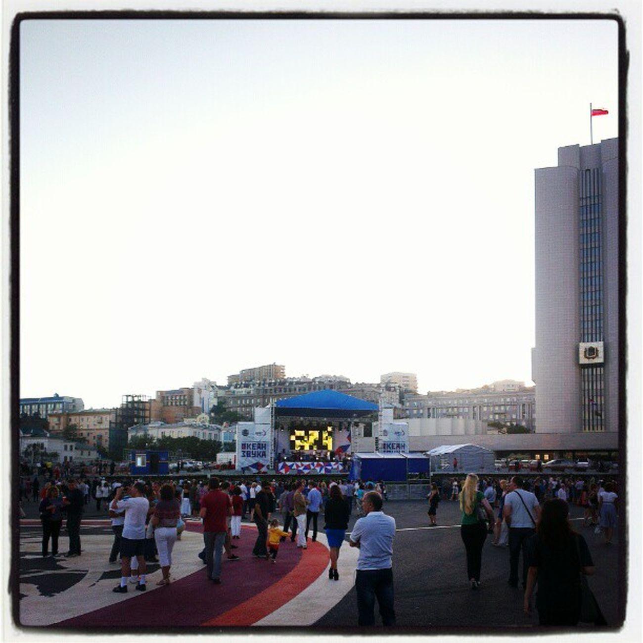 Океан звука на площади.  саммит APEC2012  Владивосток