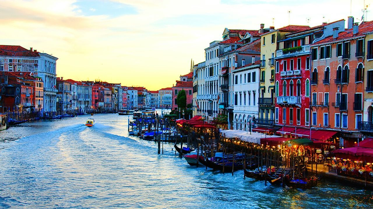 Travel Destinations Canal Multi Colored Travel Tourism Cityscape Vacations City Architecture Outdoors Water Gondola - Traditional Boat Sky No People Day Venice Venezia Venice, Italy Lagoon Rialto Bridge Rialtobridge Holiday Italy Holidays Summer