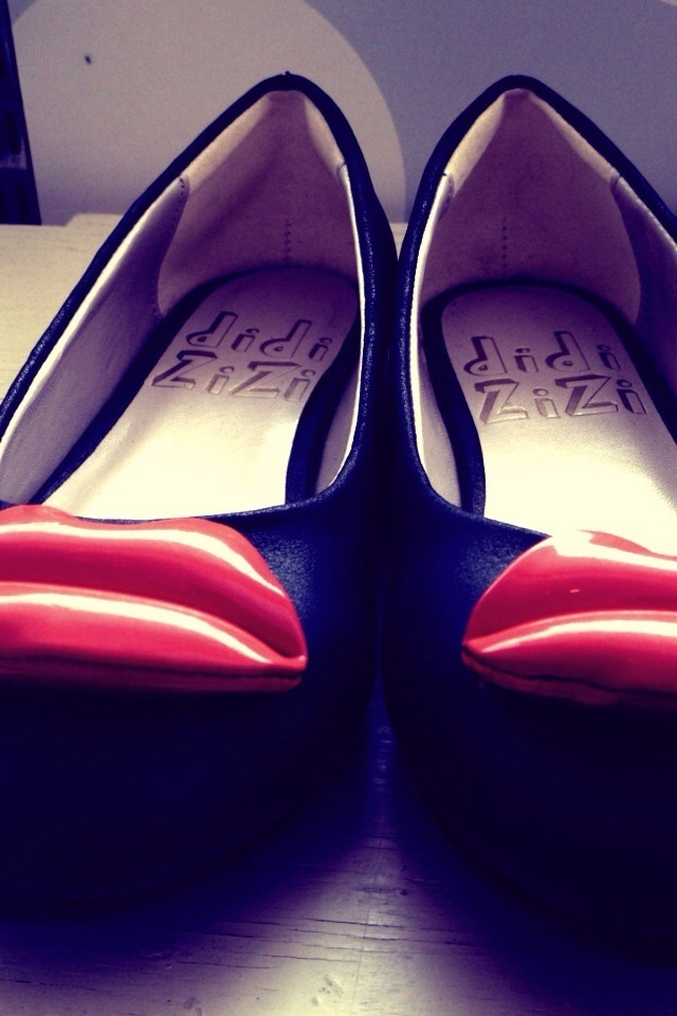 indoors, close-up, red, shoe, still life, empty, no people, reflection, absence, pair, car, part of, high angle view, detail, black color, day, footwear, seat, focus on foreground, fashion