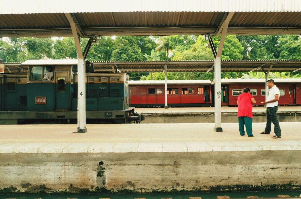 Railway Train Station SriLanka Kandy ちゃらっ〜ちゃ〜らちゃ〜らららら〜 これから世界の車窓からごっこの時間です。
