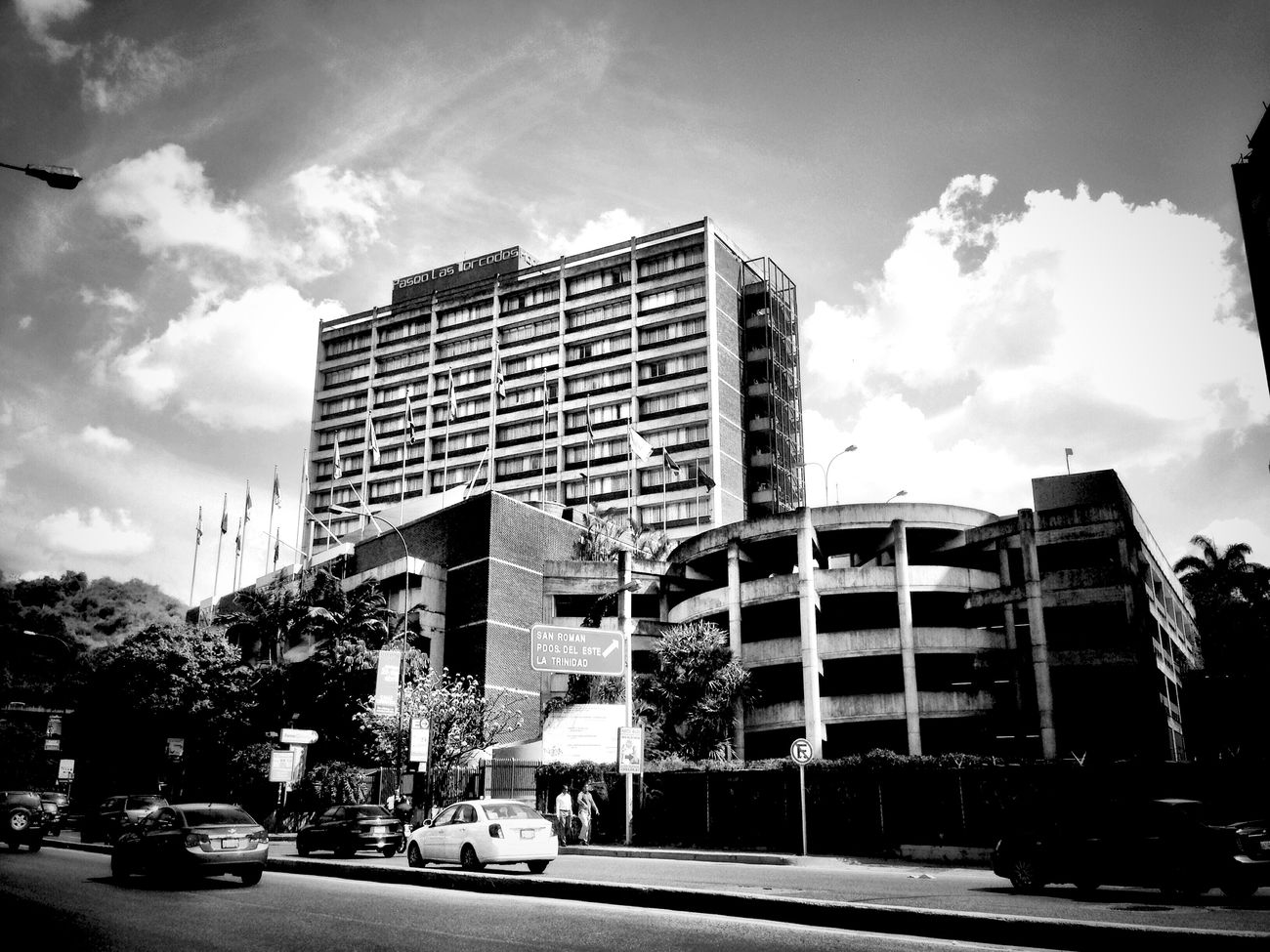 Streetphoto_bw Streetphotography Architecture_bw Caracas Blackandwhite Black And White Photography AMPt_community Monochrome Paseo Las Mercedes EyeEm Bnw