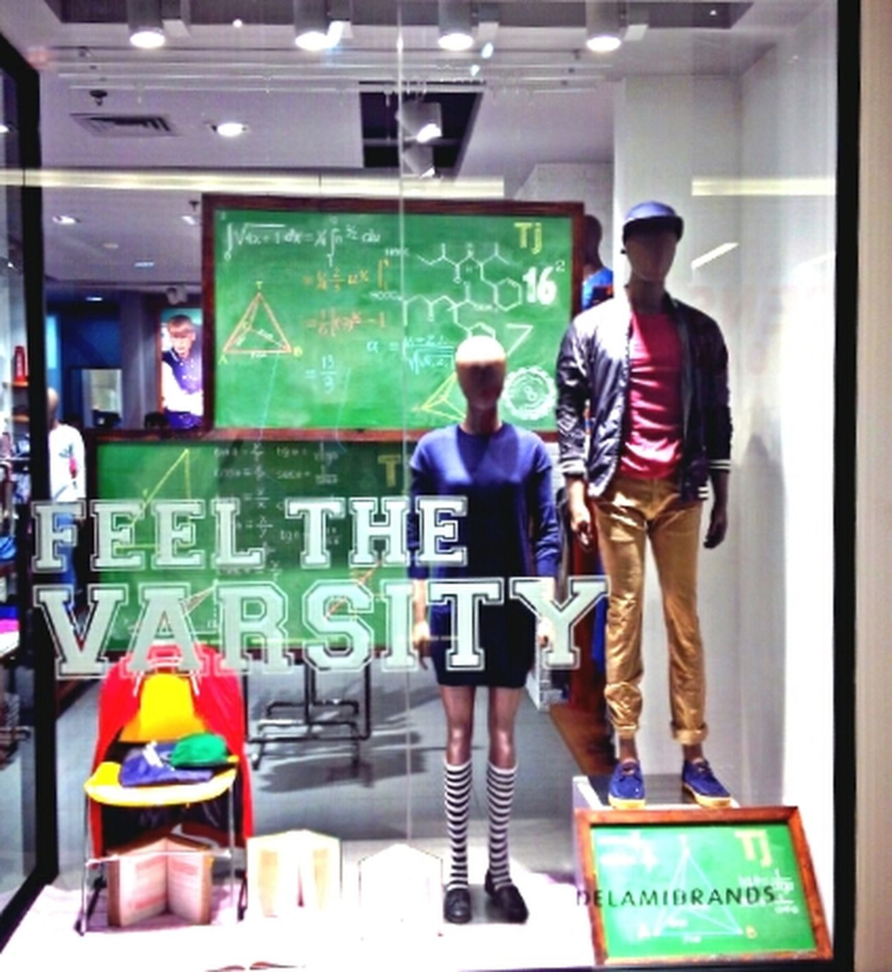 Dailyjobs Visualmerchandising Windowdisplay Feelthevarsity