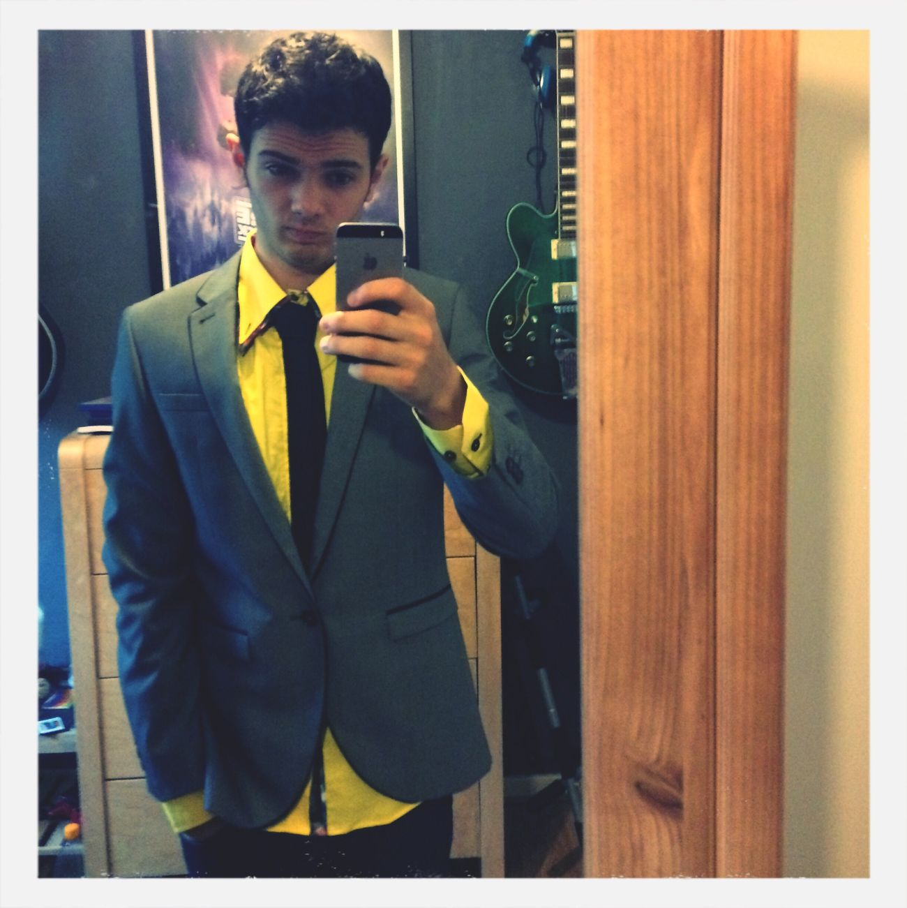 Is the yellow to much? Selfie Suit Dam Hot ;)