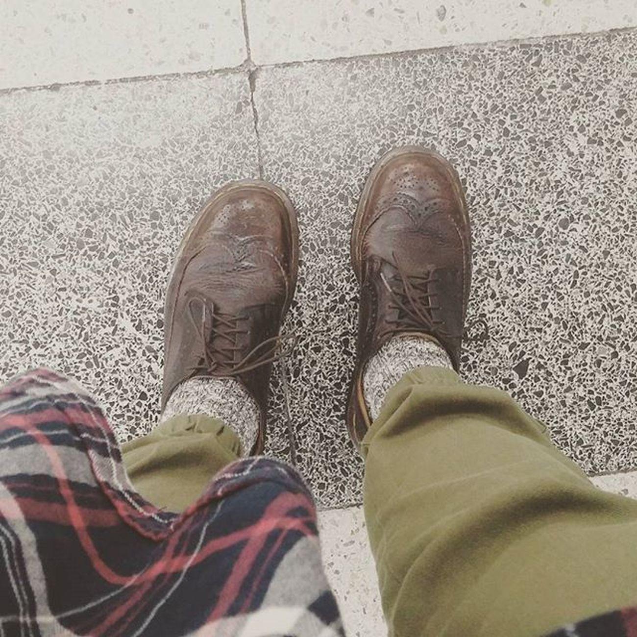 カモフラw 足首が消えてる笑 靴 ブーツ ローカット 茶色 かもふら 足首 消えてる 靴下 灰色 Dr .Martinドクターマーチン かっこいい かわいい めんこい 귀엽다 履く お気に入り これから よろしく 韓国 한국 ソウル 서울 Seoul