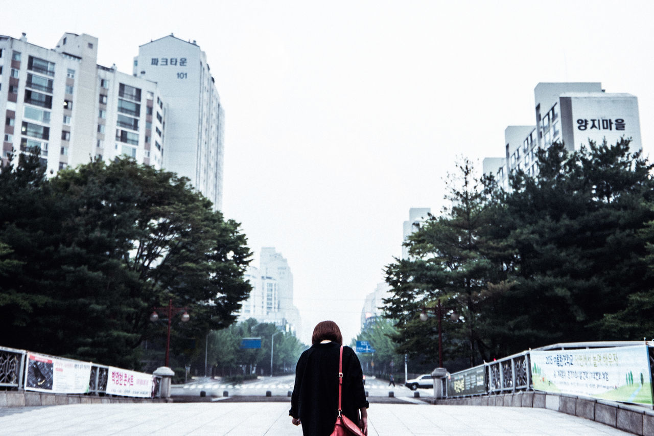 City Life Clear Sky Eye4photography  EyeEm Best Shots EyeEm Korea Girl Modern Outdoors People Streetphotography Urban Woman