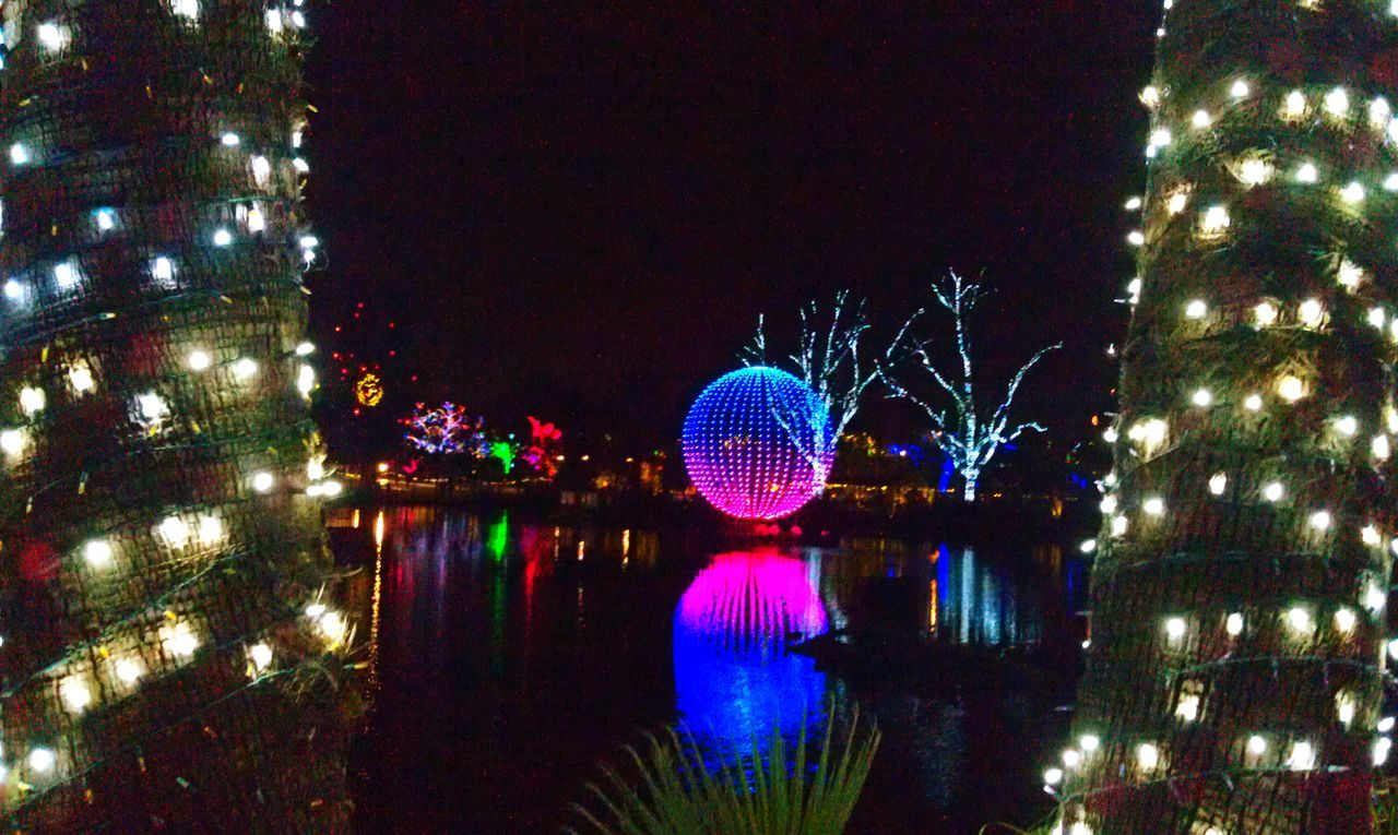 Taking Photos Enjoying Life Check This Out Capture The Moment Walking Around Water Reflection Night Lights Night Photography Night Zoo Lights Water Reflections Mobile Photography From My Point Of View