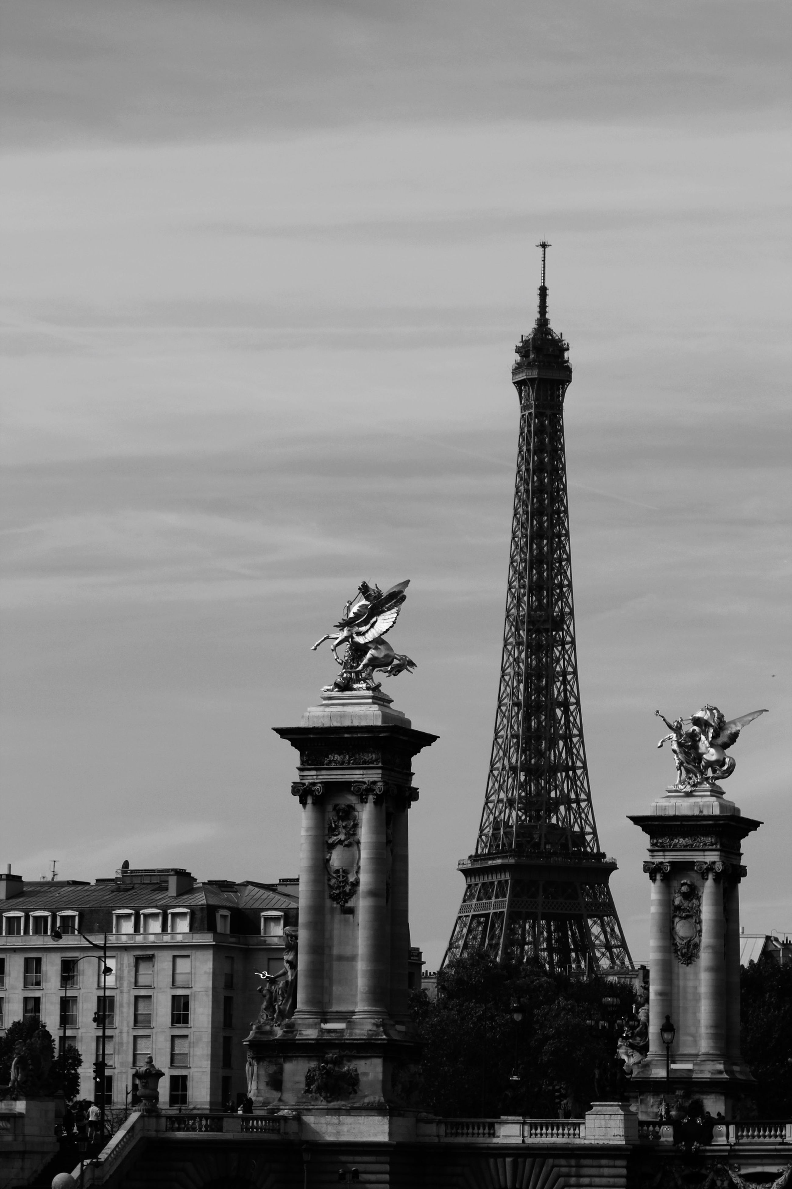 architecture, built structure, building exterior, famous place, low angle view, statue, international landmark, capital cities, sculpture, travel destinations, sky, tower, city, human representation, travel, art and craft, tall - high, tourism, art, history
