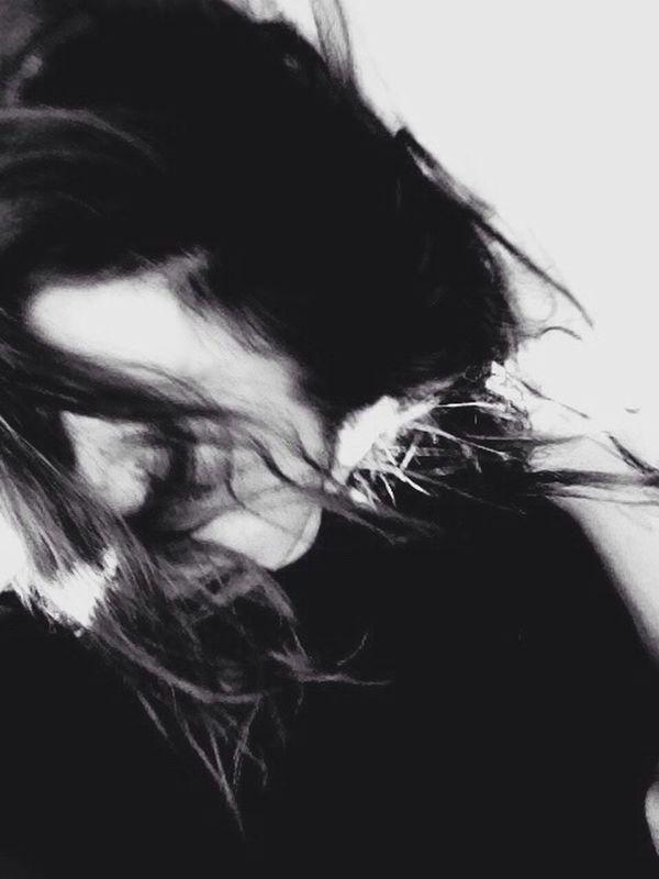 Amour Floue Noir Et Blanc Sourire Heureuse  Danse Portrait Portrait Of A Woman Schwarzweiß Blackandwhite Woman Passion Fete Party Minimalism 43 Golden Moments B & W  Pivotal Ideas Music Brings Us Together The Magic Mission Monochrome Photography Love Women Around The World Black And White Friday