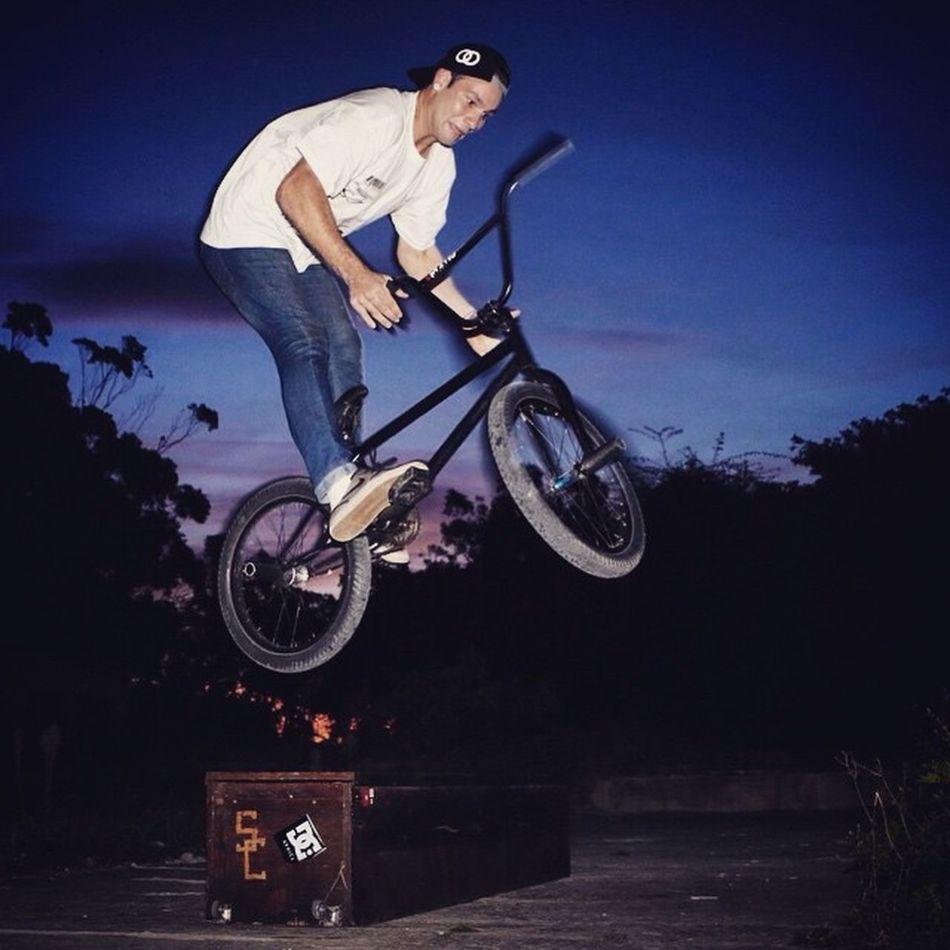 @satt.milo practice runs for @loot_brand doing 180 barspin off the ledge. Ultimatex Wildcard Bmx  Street Lootbrand Shooteditsleeprepeat Rebelmediaguys