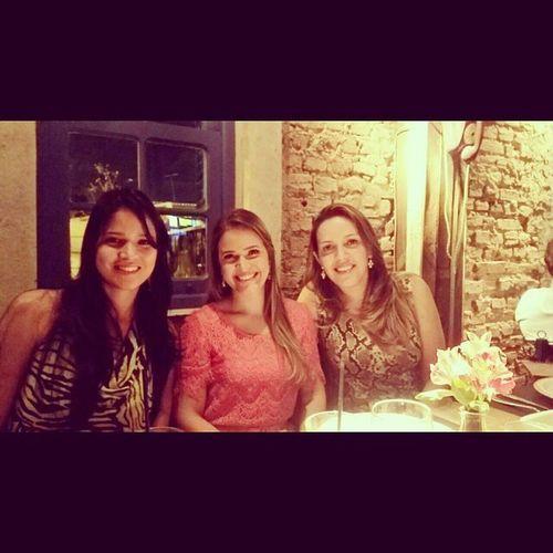 As melhores companhias no melhor lugar! Lindas Asmaislindas Amigos Jantar caipirinha alegria quintalinda InstaSize ????