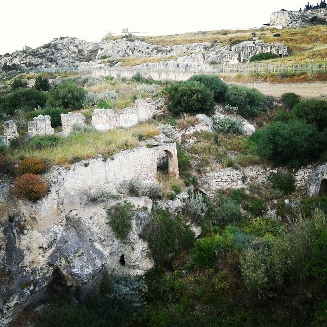 Adoro la vista dal tuo balcone. Cagliari Tuvixeddu Natire Ruins arch ruderi romanticism necropolis graves sepolture