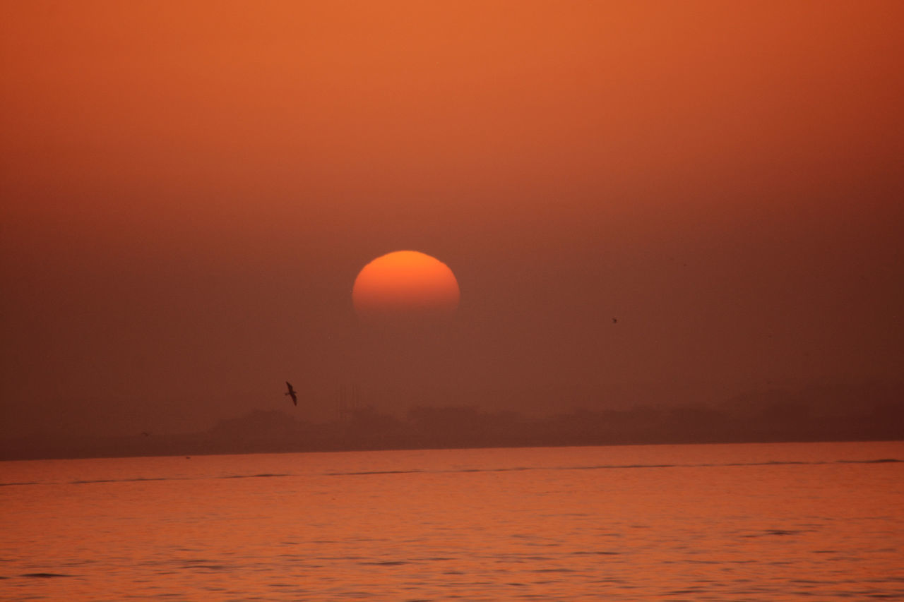Karachi Pakistani Traveller Outdoors Nature Water Seeview Sunrise Sunshine Beauty In Nature Sunset Sun Sea Waterfront Yellow Artistic